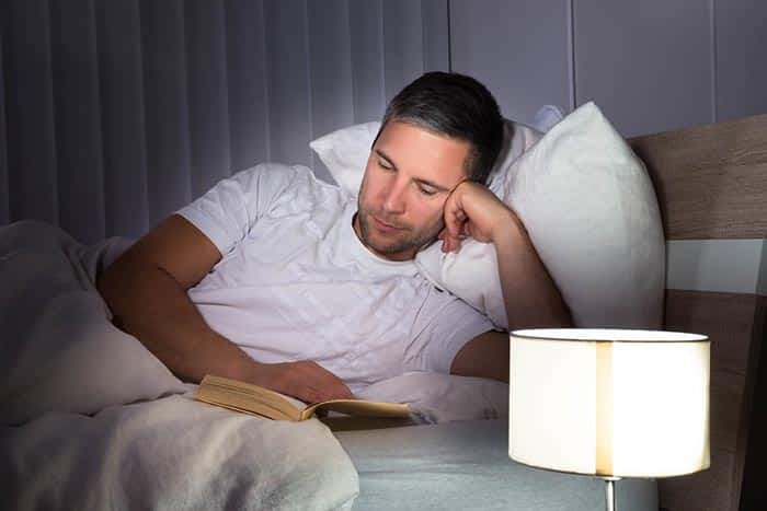 خواندن کتاب قبل از خواب